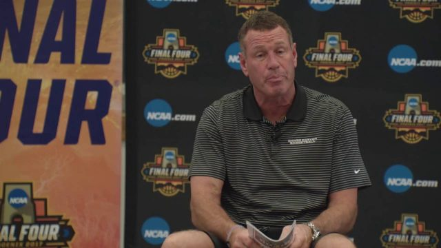 Dan Majerle Reads to the Final Four with Glendale's Desert Garden Elementary School
