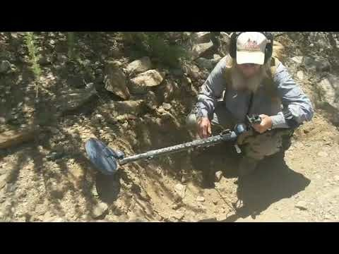 Arizona desert gold prospecting with nugget shooter 😁