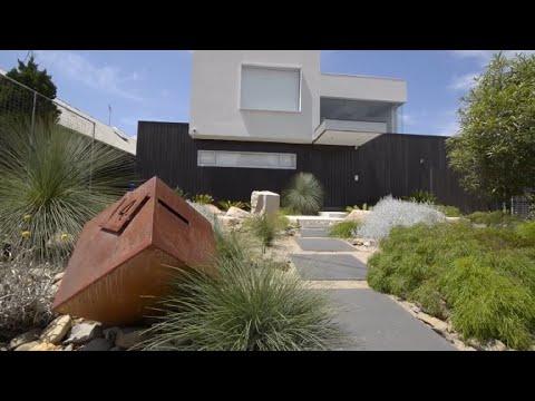 Modern Natural Front Yard, Melbourne, Australia