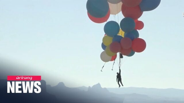 Man flies over Arizona desert holding onto helium balloons